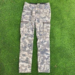 Gianni Bini camouflaged print cargo style pant
